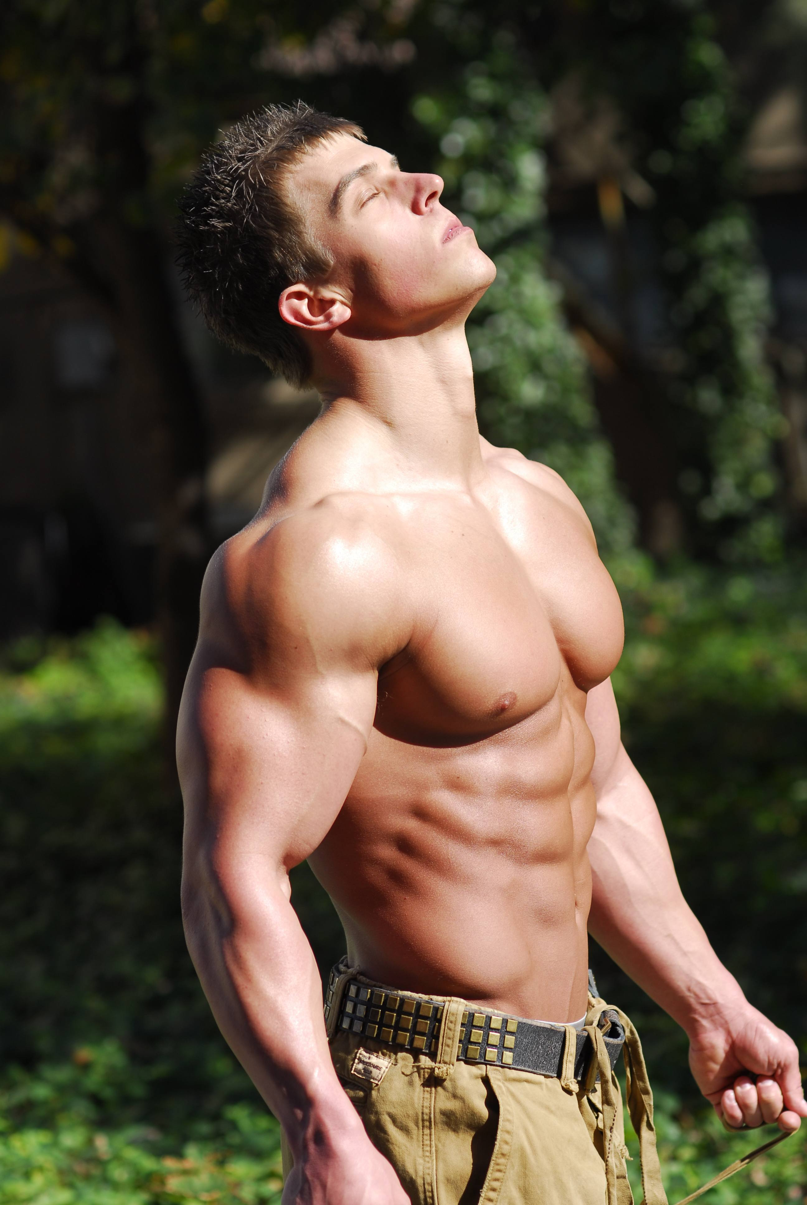 WBFF Muscle Model Perry Merlotti